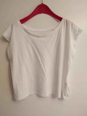 weißes T-Shirt mit weitem Ausschnitt