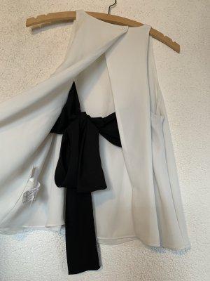 Weißes Top mit schwarzer Schleife hinten