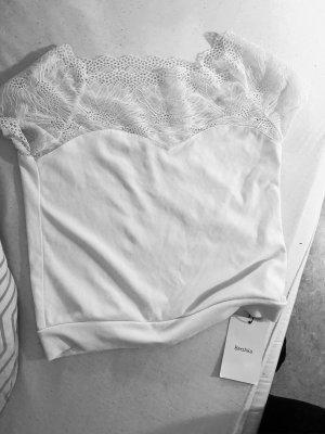 Weißes top/tshirt/crop top mit rüschen bershka