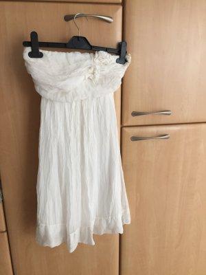 weißes trägerloses Kleid