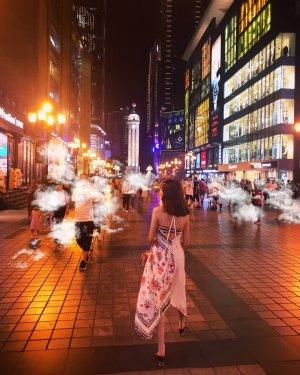 Weißes Zara Kleid mit Blumenmuster - rückenfrei