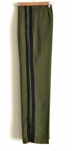 Weite Hose mit seitlichen Streifen