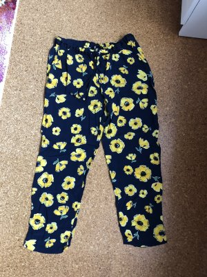 Weite Hose von Zara Größe 34 mit Blumen
