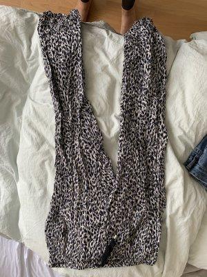 Weite luftige Hose von Gina tricot.