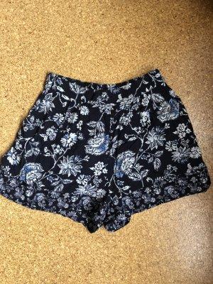Weite Shorts von H&M mit Blumen Größe 36