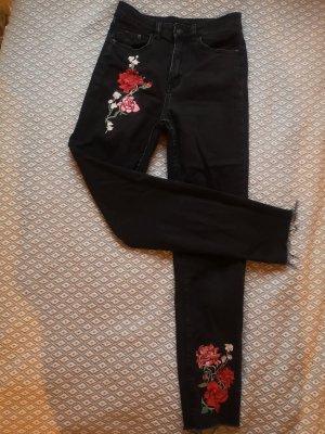 Weitere Jeans mit Stickereien