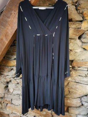Weites, schwarzes Sommerkleid von Masai mit hellen Applikationen