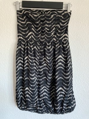 Vero Moda Sukienka z dekoltem typu bandeau czarny-biały