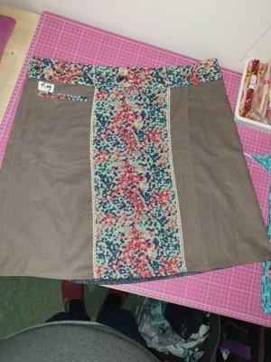 Falda cruzada marrón grisáceo-azul aciano