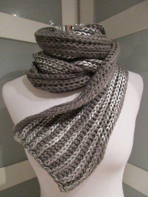 Écharpe en tricot argenté-gris foncé