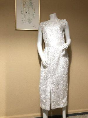 Weßes Kleid aus Spitze