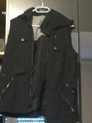 Cecil Smanicato con cappuccio nero