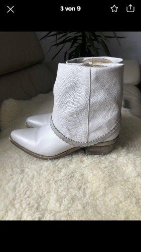 Divine Follie Buty w stylu western biały