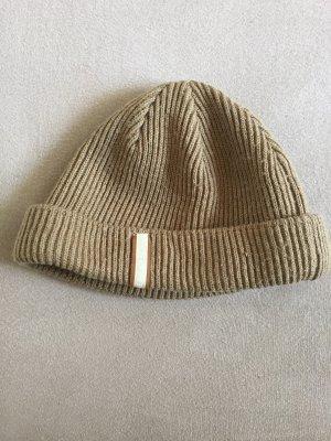 Sombrero de punto marrón claro