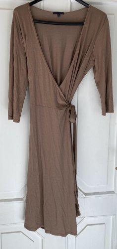 Vestido cruzado marrón claro