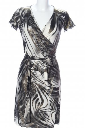 Wraparound white-black abstract pattern casual look