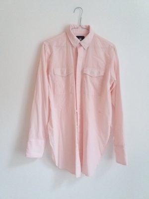 Wie neu: Lässiges zartrosa Hemd mit Seitenschlitzen