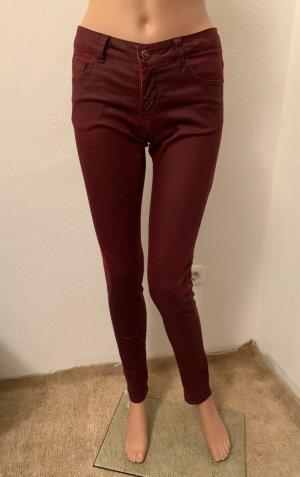 wie NEU Röhrenhose Leder Look figurbetohnte Jeans Baumwolle coated Hose 26 34 XS Bordeaux