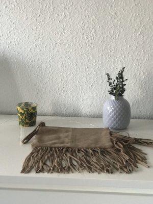 Wildleder-Clutch mit Fransen von Mango