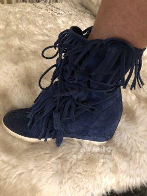 Stiefelchen mit Keilabsatz