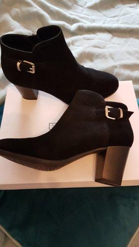 5th Avenue Zipper Booties black suede