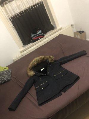 Winter-Jacke leider zu klein gekauft steht s drinne aber entspricht eher Gr.M also 38