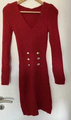 Robe en laine rouge foncé
