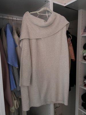 Swetrowa sukienka w kolorze białej wełny