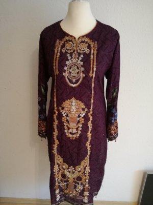 Robe en laine violet foncé