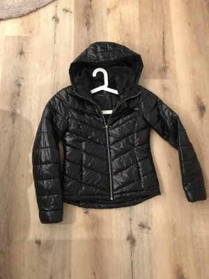 0039 Italy Chaqueta con capucha negro