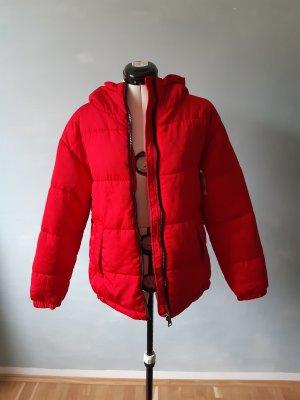 Winterjacke in rot