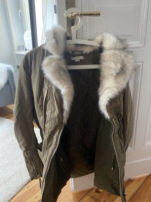 Winterjacke von H&M mit Fake Pelzkragen