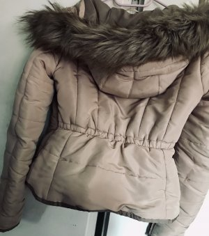Winterjacke von H&M mit Fellkapuze Größe 34