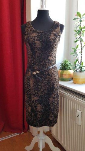 Winterkleid mit Gürtel Leo Muster