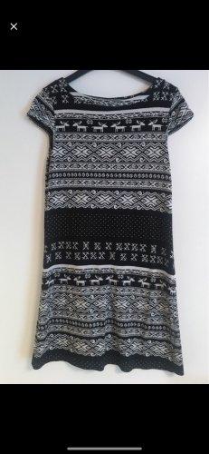 Winterkleid mit Rentier-Muster