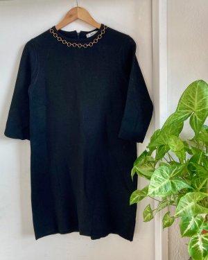 Winterliches Kleid aus einem dicken Stoff von ZARA