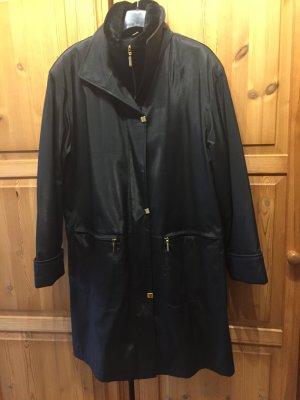 Wintermantel in Schwarz mit Schalkragen