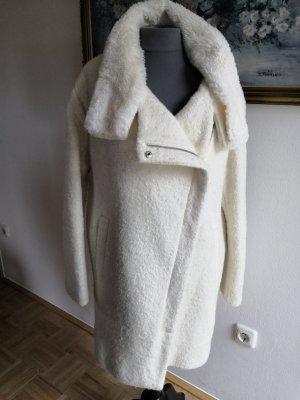 Wintermantel in weiß