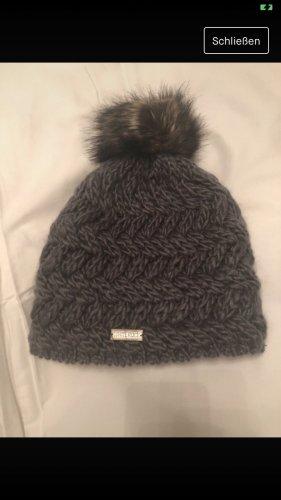 Sombrero de punto gris
