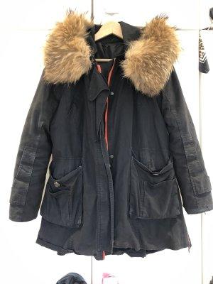 Manteau à capuche noir-rouge
