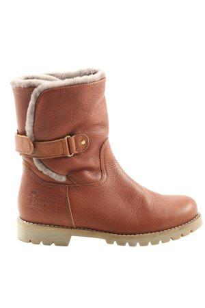 Botas de invierno marrón look casual