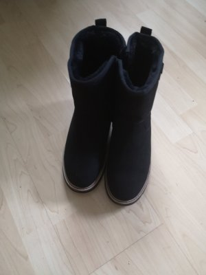 Bench Winter Booties black leather