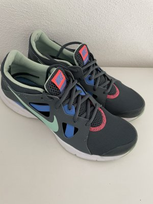 WMNS NIKE IN-SEASON TR 3