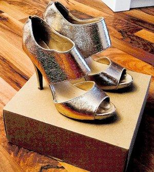 WOHOOO!!! Neuwertige goldene Plateau-High Heels von NINE WEST mit Reißverschluß hinten im Metallic Look, Gr. 36.5, Absatz ca. 10cm