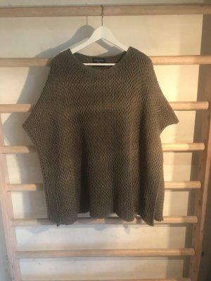 Poncho en tricot gris vert