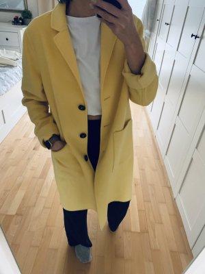 Wollmantel in gelb