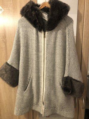 Wollmantel mit Kapuze von Zara