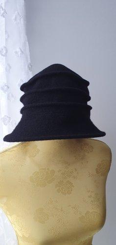 Wollmütze mit Falten