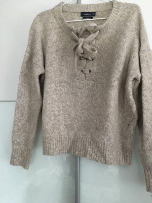 Wollpullover mit schnürung