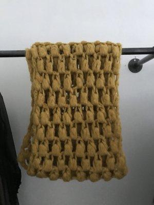 Szydełkowany szalik ochra-piaskowy brąz